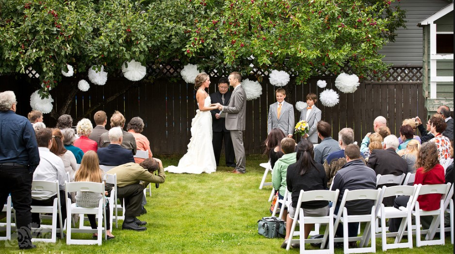 Wedding guide: Host wedding ceremony in the backyard